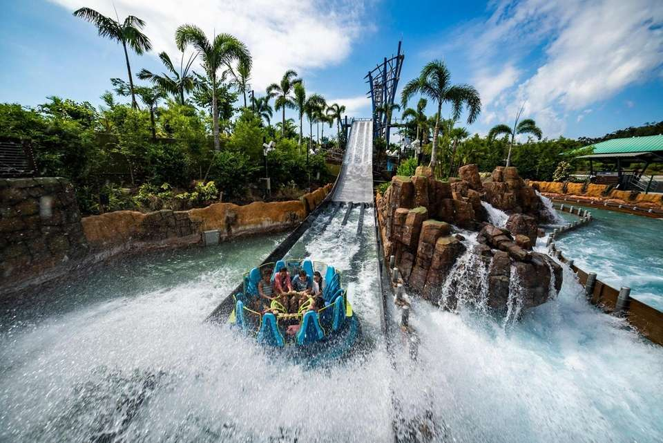Infinity Falls bring cool new thrills to SeaWorld