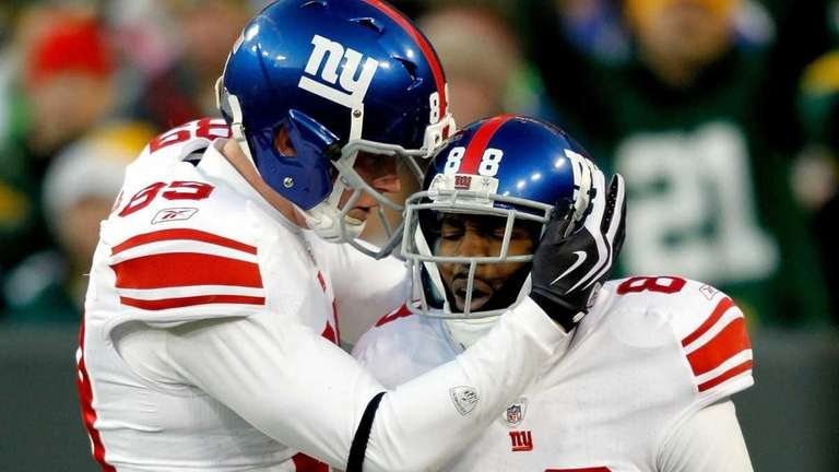 The Giants' Hakeem Nicks, right, is congratulated by