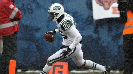 The Jets' Dwight Lowery crosses into the end