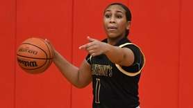 St. Anthony's Sydney Taylor directs her teammates against