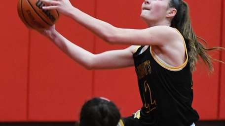 St. Anthony's Colleen McCullagh puts up a shot
