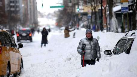 People continue to dig out along 72nd Street