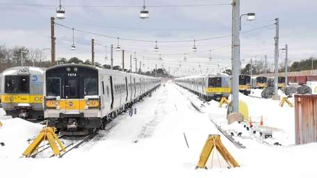 Trains remain at a standstill in Ronkonkoma while