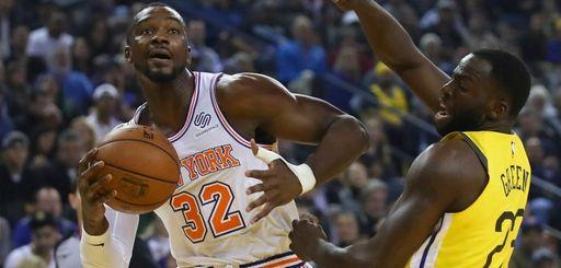 The Knicks' Noah Vonleh, left, looks to pass
