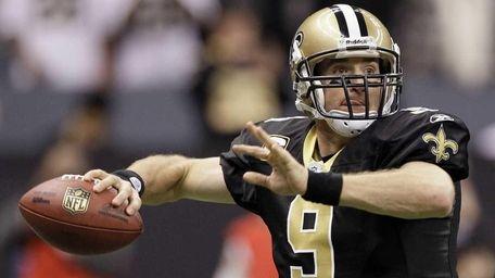 Saints quarterback Drew Brees throws to a receiver