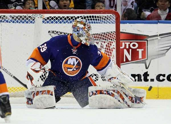 Rick DiPietro of the New York Islanders makes
