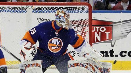 Rick DiPietro of the New York Islanders makes