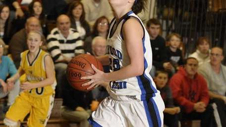 Glenn's Danielle Evers goes up for a layup