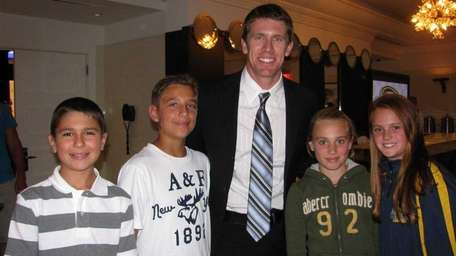 NASCAR driver Carl Edwards with Kidsday reporters, from