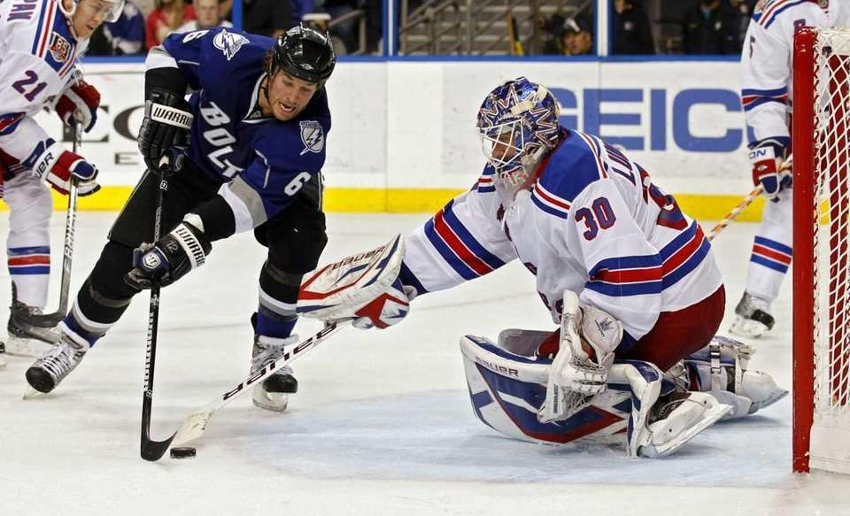 New York Rangers goalie Henrik Lundqvist, right, of