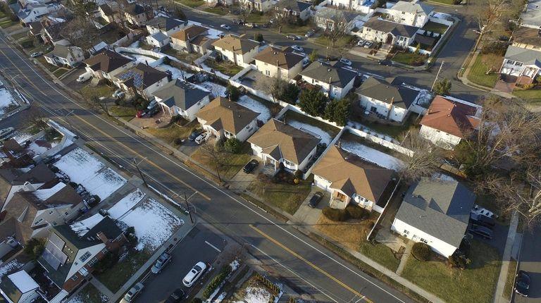 Houses along Centennial Avenue in Baldwin in January