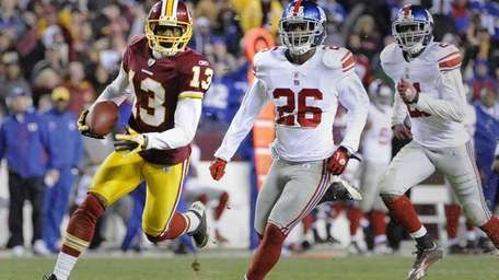 Washington Redskins' Anthony Armstrong races in front of