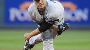 Yankees pitcher Andy Pettitte delivers to the plate