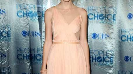 Singer Taylor Swift arrives at the 2011 People's