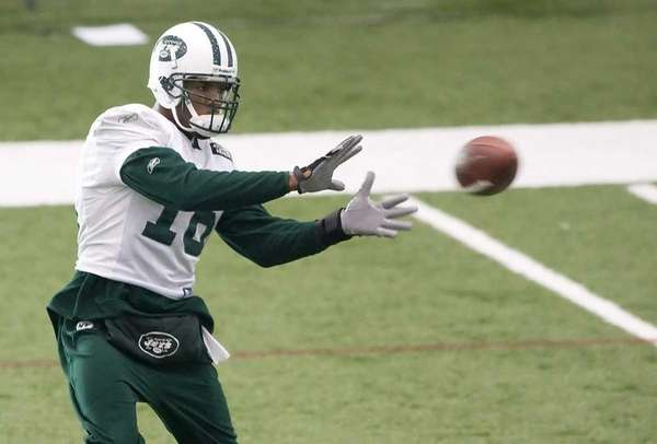 Jets wide receiver Brad Smith catches a ball