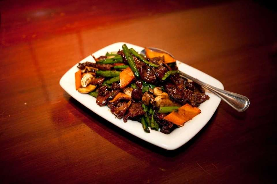 Mongolian beef sauteed with carrots and green beens