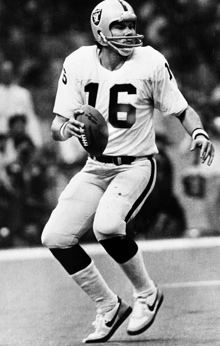 1971: JIM PLUNKETT, QB, New England Patriots In