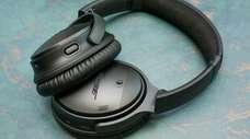 CNET has picked Bose QuietComfort 35 II as