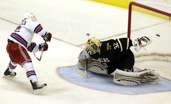 New York Rangers' left wing Mats Zuccarello (36)