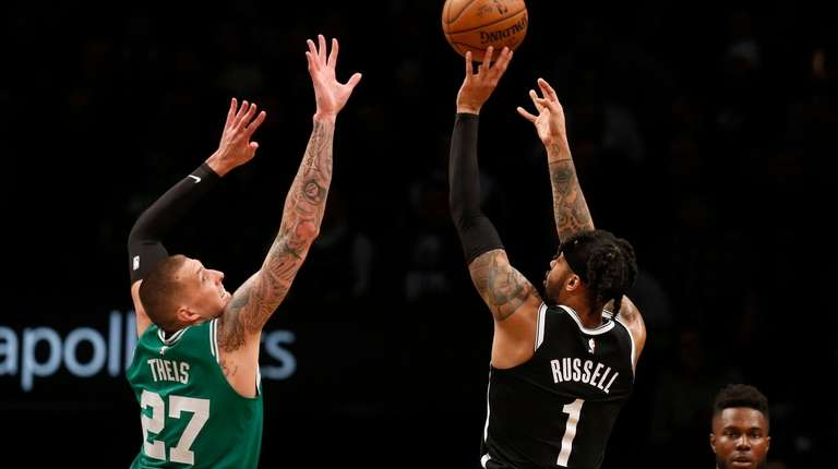 D'Angelo Russell #1 of the Brooklyn Nets puts