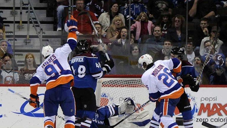 Islanders center John Tavares, left, celebrates his game-winning