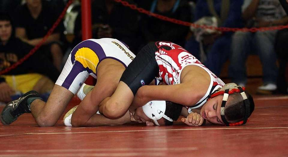 East Islip's Jesse Dellavecchia, right, defeated Walter Ibanez
