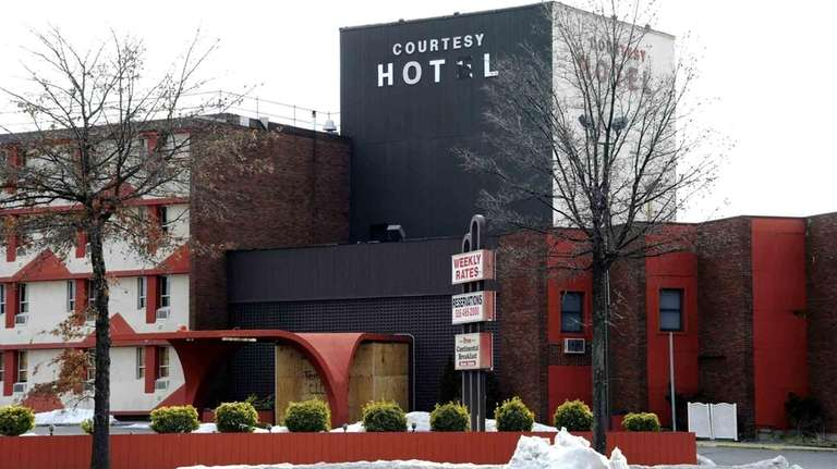 The Courtesy Hotel In West Hempstead Is Boarded