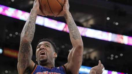 Knicks forward Wilson Chandler scores past Lakers guard