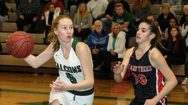 Sarah Lubow of Locust Valley drives the paint