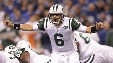 New York Jets quarterback Mark Sanchez (6) calls