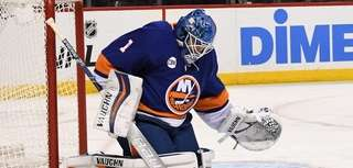 New York Islanders goaltender Thomas Greiss makes a