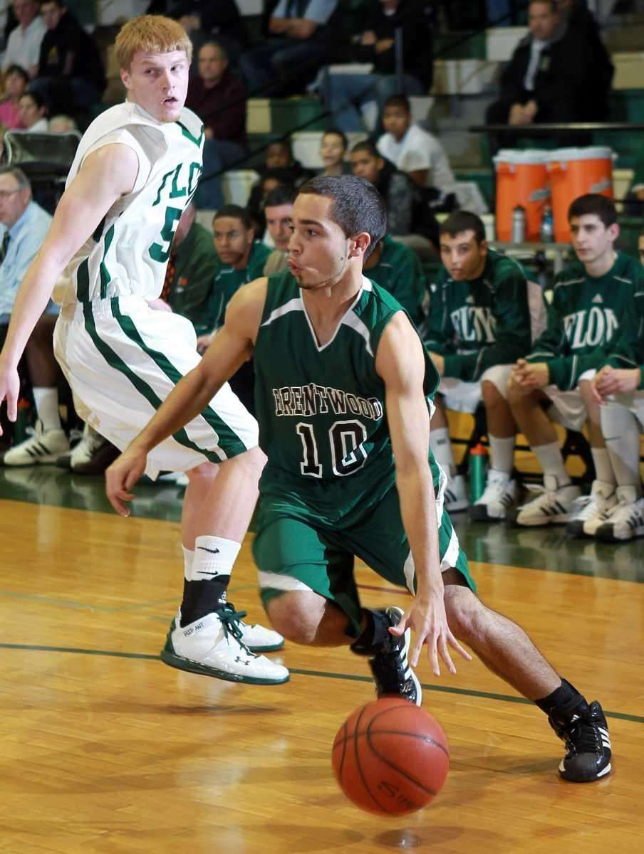 Brentwood's Eric Perdomo (10) drives the baseline
