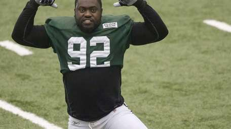 New York Jets defensive end Shaun Ellis strikes