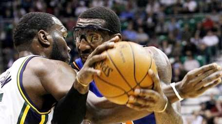 New York Knicks forward Amare Stoudemire, right, is