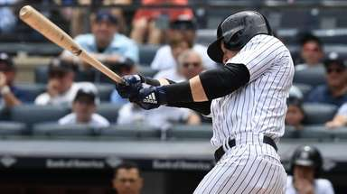 Yankees centerfielder Clint Frazier singles against the Mariners