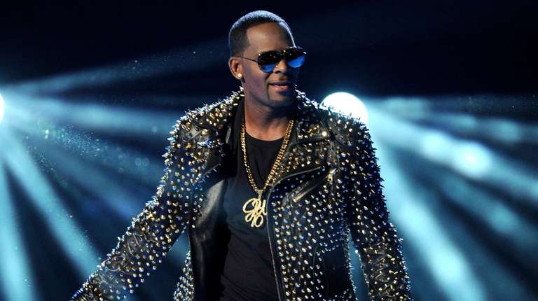 R. Kelly performs at the BET Awards in