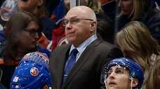 Islanders head coach Barry Trotz during a timeout