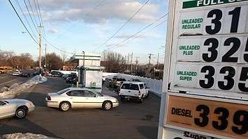 Drivers on line in Bay Shore for gas
