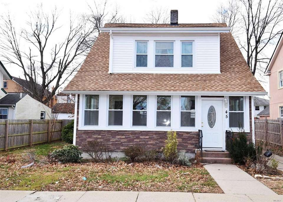 This Hempstead Colonial includes three bedrooms and 1
