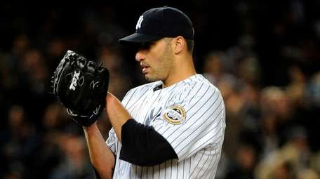 Andy Pettitte takes the signs from Yankeescatcher Jorge