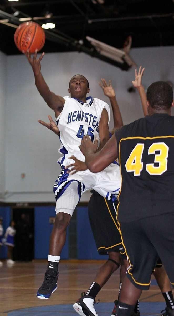 Hempstead's Michael Boyd gets under basket. (Jan. 14,
