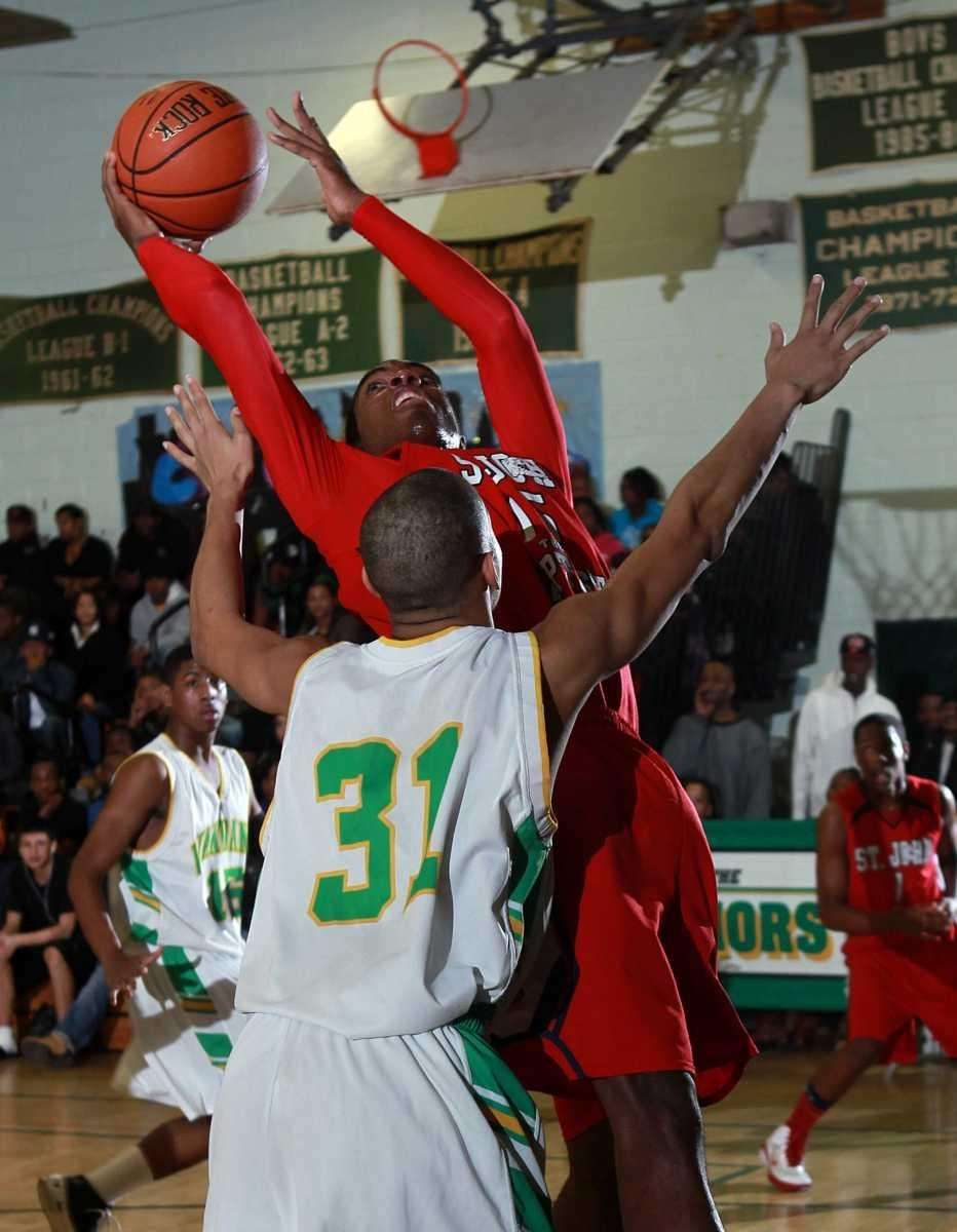 St. John's Dante Thompson (15) goes for the
