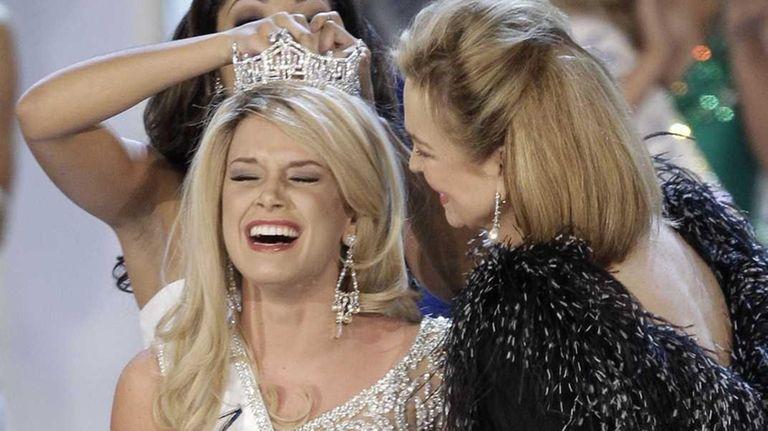 Teresa Scanlan, Miss Nebraska, is crowned Miss America