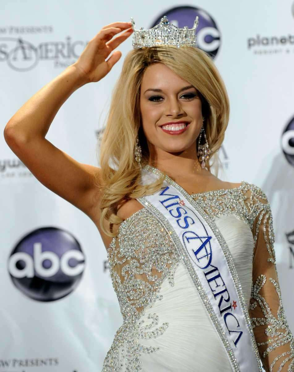 Teresa Scanlan, Miss Nebraska, appears at a news