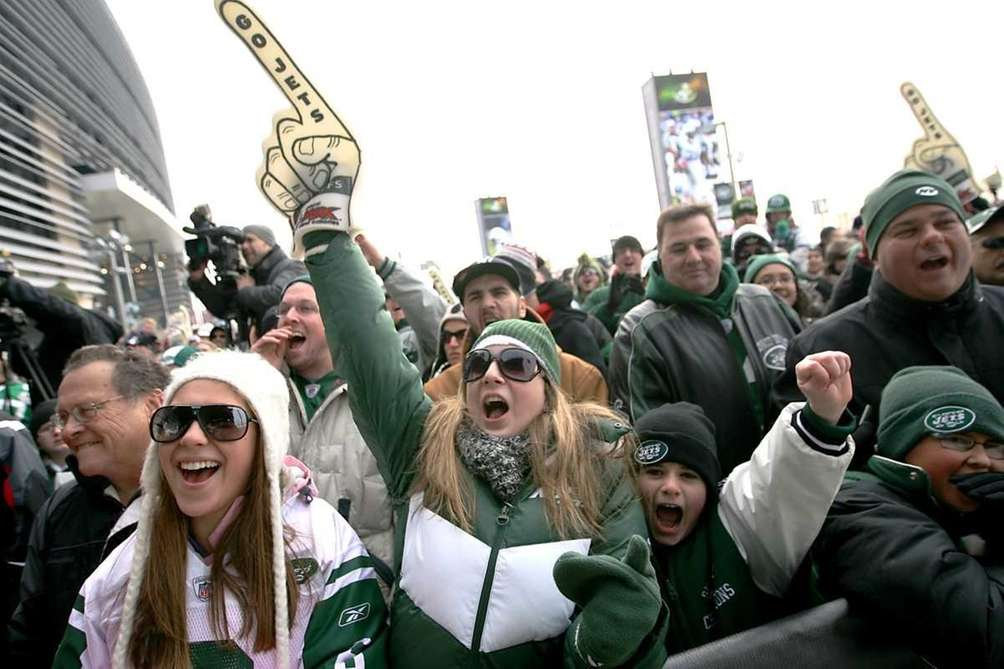 Fans cheer during a New York Jets rally
