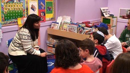 Beverley Del Greco teaches Hebrew school for students