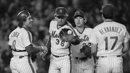 Mets catcher Gary Carter, left, congratulates pitcher Ed