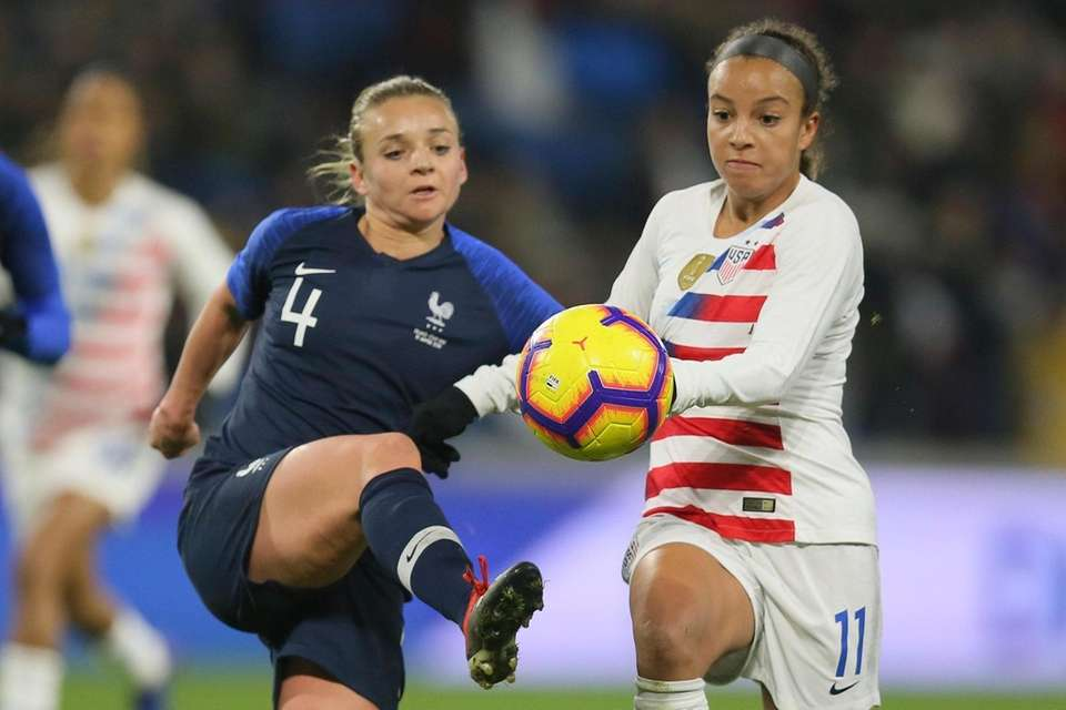 U.S. forward Mallory Pugh, right, vies for the