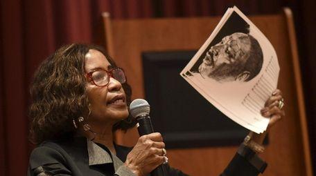 Carol Gilliam, Roosevelt's black heritage librarian, addresses community