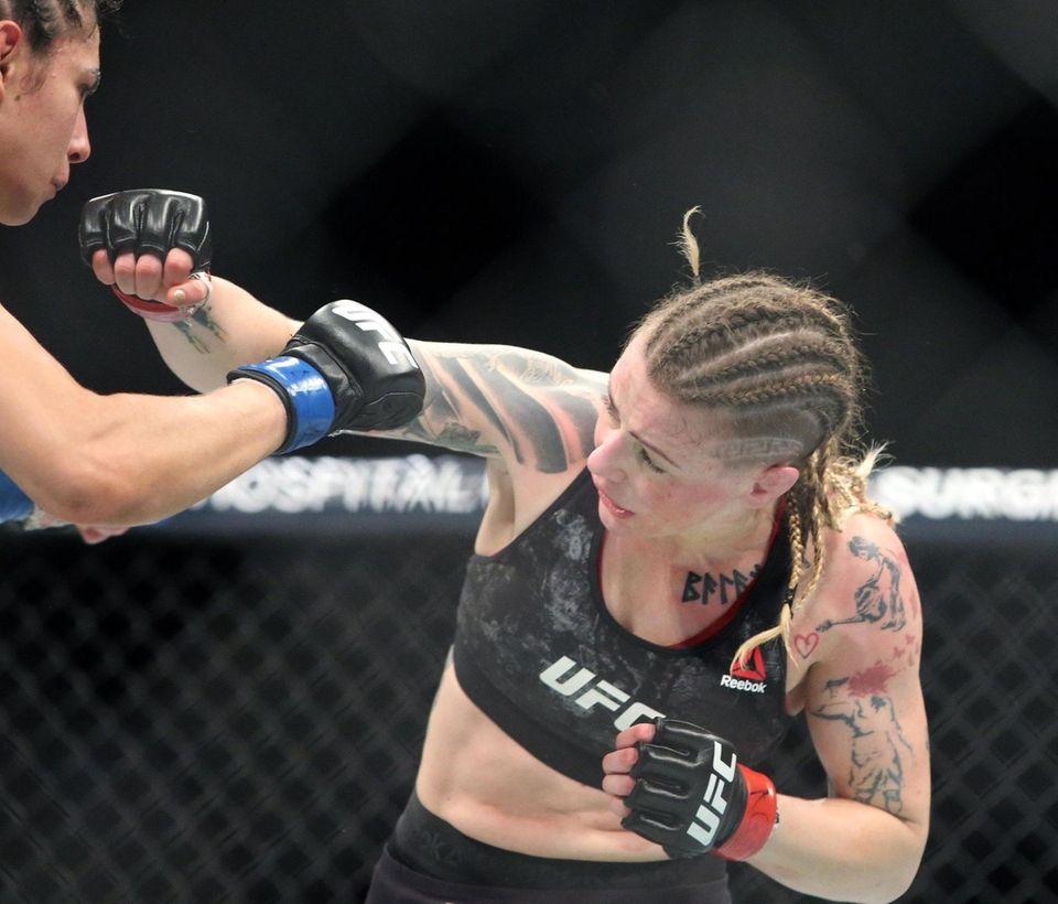 At 125 lbs Joanne Calderwood defeated Ariane Lipski